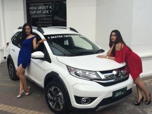 - HONDA BR-V- Model menunjukkan produk terbaru Honda BR-V, dalam launching harga resmi Honda BR-V untuk wilayah Jateng-DIY, Kamis (3/12) di Spiegel Bar & Bistro Semarang.