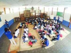 - XLFL YOGYA- Mahasiswa XLFL memberikan sosialisasi mengenai hidup bersih kepada siswa di sebuah Sekolah Dasar di Yogyakarta, Oktober 2015. Foto : iST/ANING KARINDRA