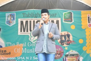 -MUSLIM GRAVITY- Ustad Riza Muhammad, saat mengisi kegiatan Muslim Gravity di SMAN 2 Semarang, yang didukung oleh Indosat Ooredoo. Foto : IST/ANING KARINDRA