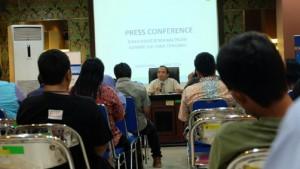 - KINERJA PAJAK- Kepala Kantor Direktorat Jenderal Pajak (DJP) Jawa Tengah I, Dasto Ledyanto, tengah memberikan keterangan pers terkait kinerja penerimaan pajak di wilayahnya hingga April, di kantornya, kemarin. Foto : ANING KARINDRA