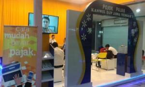 - EKSTRA- Kanwil Direktorat Jenderal Pajak Jawa Tengah I membuka 'Pojok Pajak' sebagai layanan ekstra penyampaian SPT Tahunan PPh, di sejumlah titik strategis, seperti Mall dan lain-lain. Foto : ANING KARINDRA