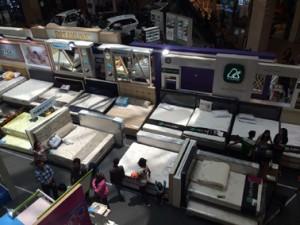 MODEL BARU- Salah satu peserta pameran Rumah Kita Springbed di Mall Paragon, Kids Fun menawarkan produk baru bed set anak dengan berbagai model yang menarik dan hemat ruangan. Foto : ANING KARINDRA