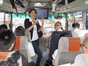 - XL NET RALLY- Direktur/Chief Service Management XL, Yessie D. Yosetya, menunjukkan traffik jaringan XL dalam acara uji kesiapan jaringan XL di Yogyakarta, Rabu (11/5) kemarin. Foto : IST/ANING KARINDRA