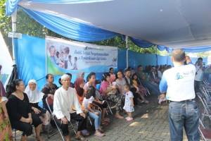 CSR SOHO Global Health,  Kegiatan pengobatan umum dan pemeriksaan gigi gratis untuk warga di wilayah Rawa Kepiting, Kawasan Industri Pulo Gadung, Jakarta Timur, pengobatan gratis yang bekerjasama dengan tim medis dari Yayasan Obor Berkat Indonesia. Foto : ist/Aning Karindra